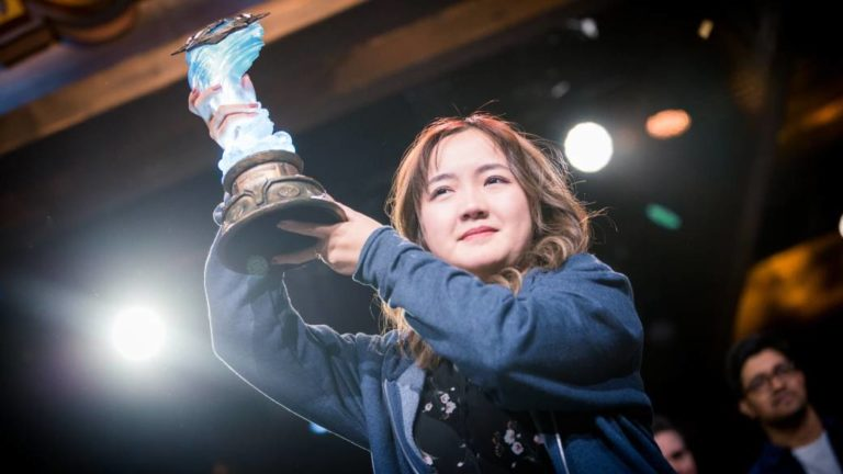 Hearthstone player VKLiooon, first woman to win a tournament at BlizzCon