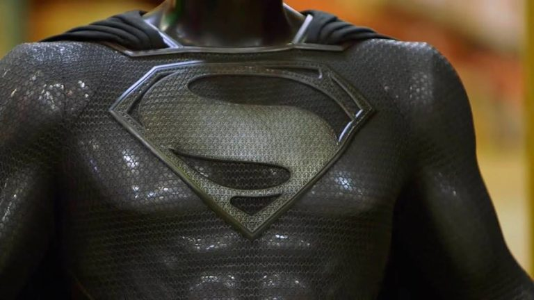 Zack Snyder's Justice League: first scene of Superman in the black suit