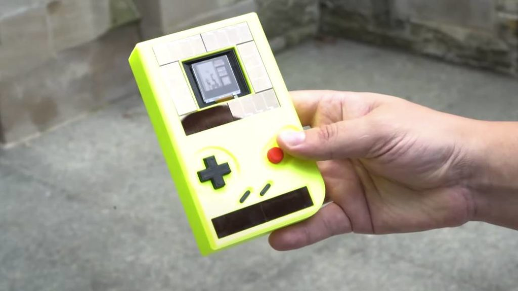 They create a Game Boy that works without batteries: it charges with solar energy
