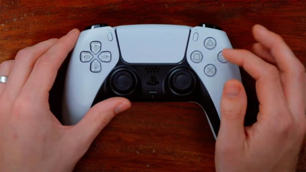 First unboxing of the DualSense in video: this is the PS5 controller inside